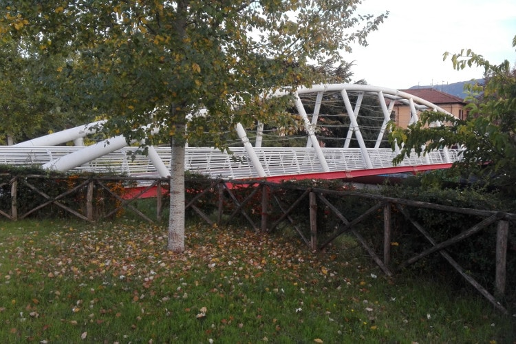 ponte pedonale nera terni